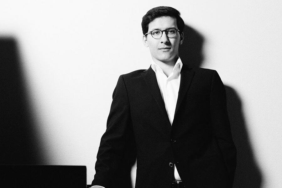 Pianist Nuron Mukumi Konzerte